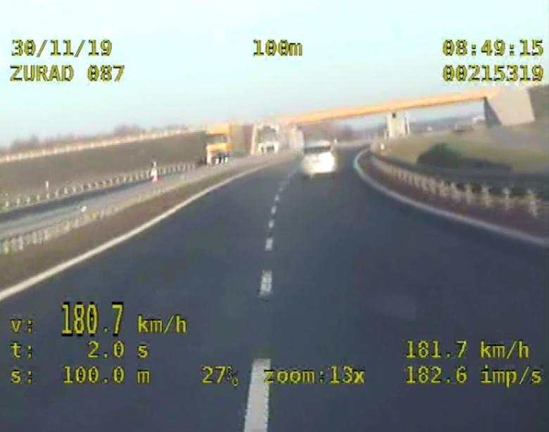 Inowrocław: Pirat drogowy jechał z prędkością 180 km/h. Nagrała go kamera policyjnej grupy SPEED [wideo]