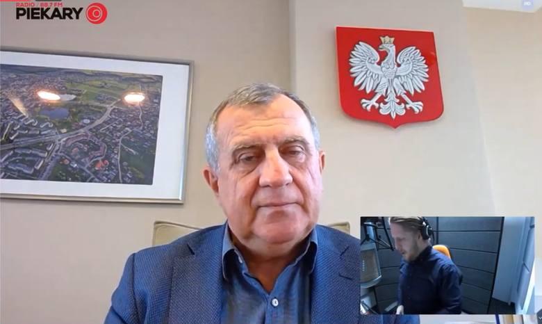Andrzej Dziuba: Przesadziliśmy z paniką związaną z koronawirusem. Dziennie umierają ludzie na grypę, raka, a nikt nie zamyka 1/3 gospodarki