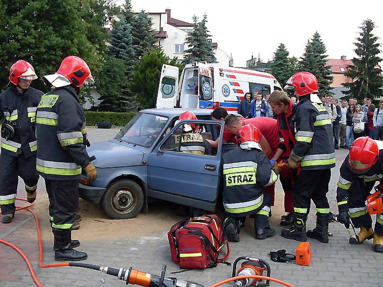 Młodzież miała okazję zobaczyć jak pracują służby ratownicze