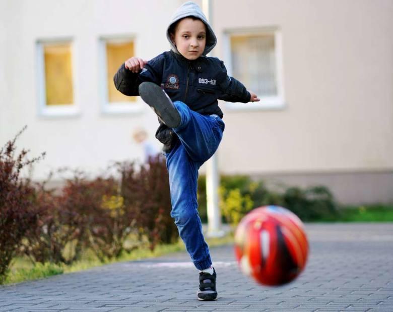 Piłka nożna to jedna z pasji Tymka