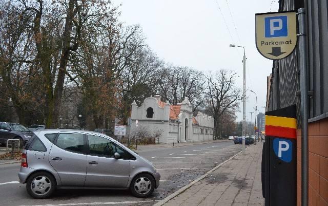 Ul. ks. Skorupki obok kampusu Politechniki Łódzkiej jest jedną z tych, na których opłaty za parkowanie doskwierają studentom.