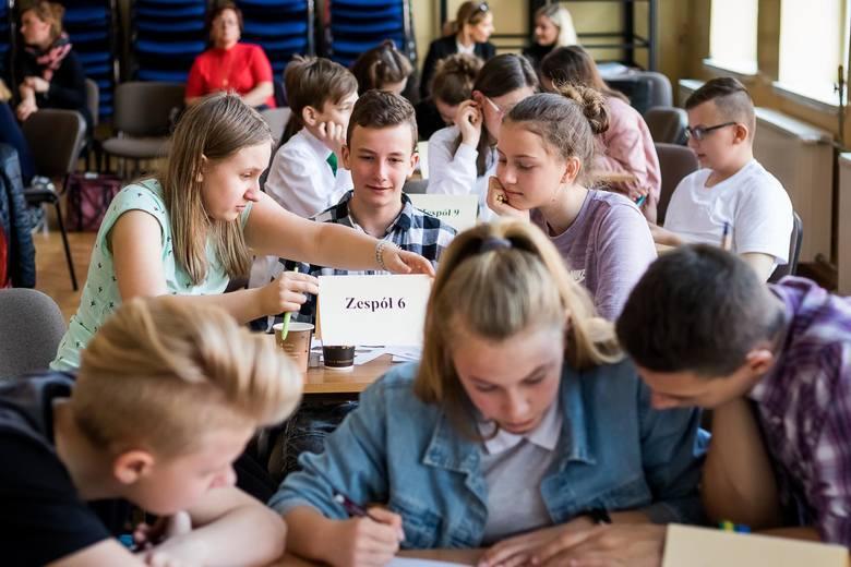 """W konkursie """"Why not angielski und niemiecki zusammen?"""" uczniowie klas 5-7 szkół podstawowych i gimnazjaliści wykazywali się wiedzą"""