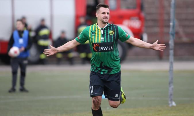 Kamil SzymuraNajbardziej bramkostrzelny stoper w rozgrywkach ekstraklasy i I ligi. 28-letni obrońca GKS Jastrzębie jesienią do siatki trafił aż sześć