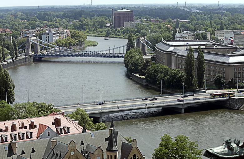 Wrocławskie mosty co pięć lat przechodzą przeglądy. Chodzi o to, by poznać ich stan techniczny i zalecenia do remontu. Zarząd Dróg i Utrzymania Miasta