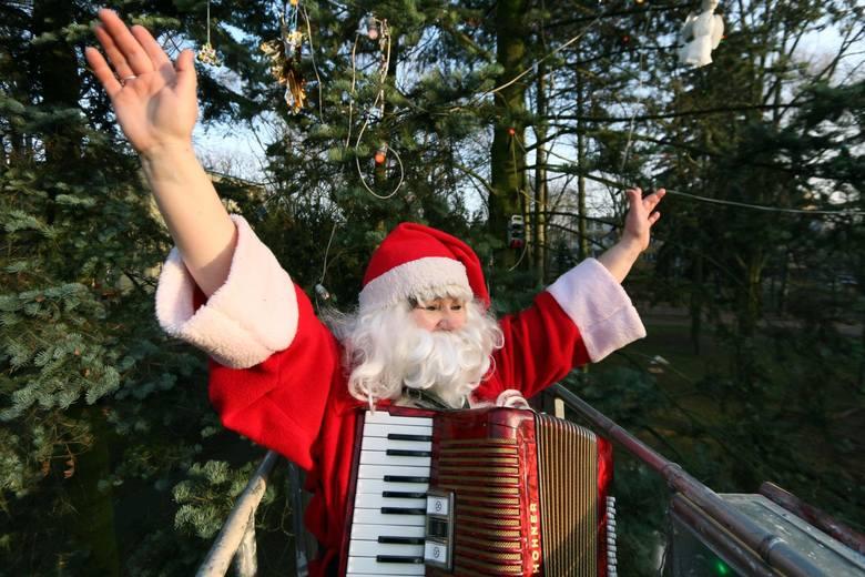 Nie złożyłeś jeszcze życzeń na święta Bożego Narodzenia 2020? Zobacz nasze propozycje! Tutaj znajdziesz krótkie, śmieszne wierszyki i rymowanki, idealnie