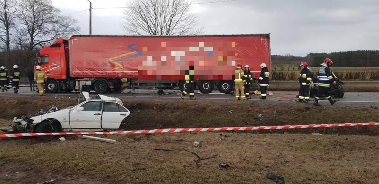 To jeden z najbardziej tragicznych wypadków na DK8 w ostatnich latach. Samochód osobowy po zderzeniu z Tirem został rozpołowiony. Uczestniczy wypadku zginęli na miejscu. Jako główny powód przebudowy obecnej DK8 podaje się jej niebezpieczeństwo.