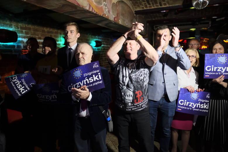 Znamy pierwsze sondażowe wyniki wyborów do Parlamentu Europejskiego. Zajrzeliśmy do sztabów komitetów wyborczych PiS i Koalicji Europejskiej w Toruniu.