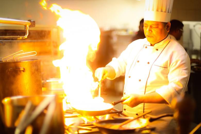 15% pracowników hotelarstwa i gastronomii zmieniło w ciągu ostatnich 6 miesięcy stanowisko.Firma Randstad sprawdziła w których branżach Polacy najczęściej
