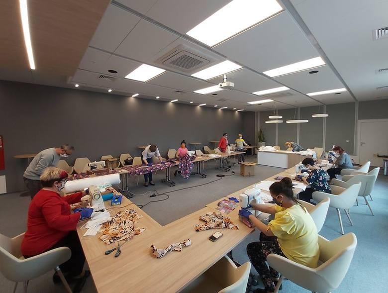 W kłodawskim Gminnym Centrum Kultury trwa szycie maseczek dla mieszkańców