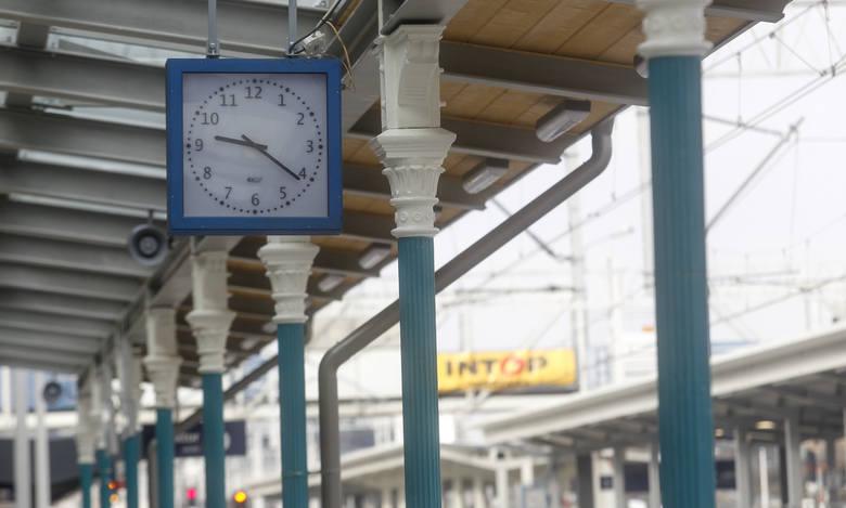 Trwa remont dworca PKP w Rzeszowie. Przy modernizacji kolej współpracuje z wojewódzkim konserwatorem zabytków. Efektem tej współpracy jest m.in. wiata