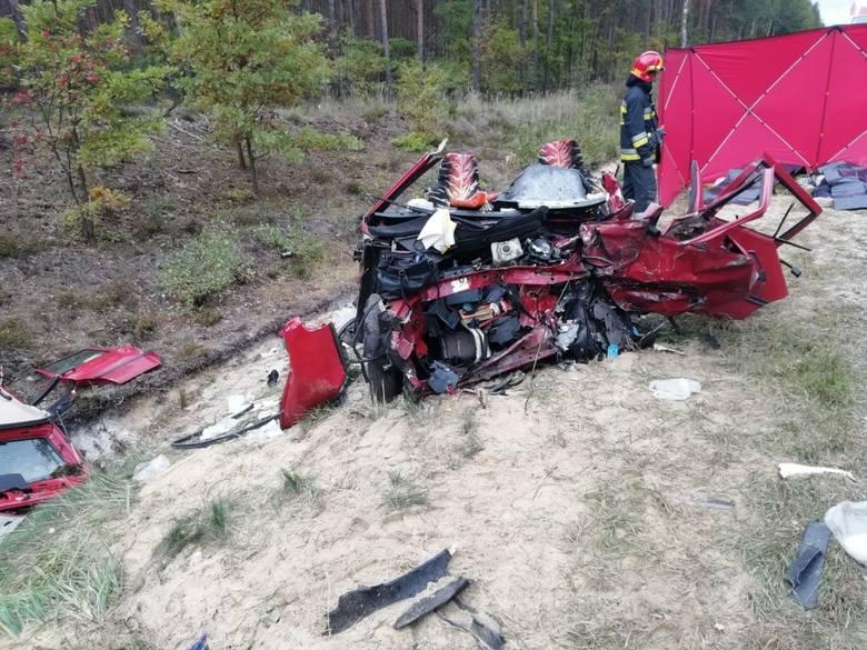 Śmiertelny wypadek koło Radomska. 4 osoby zginęły w zderzeniuZDJĘCIA I WIĘCEJ INFORMACJI - KLIKNIJ NA KOLEJNE SLAJDY