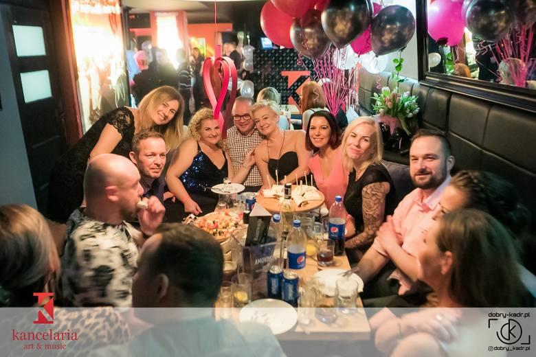 Kilka dni temu klub Kancelaria w Bydgoszczy obchodził swoje 8. urodziny. Zabawa trwała do białego rana, a na parkiecie trudno było znaleźć wolne miejsce.