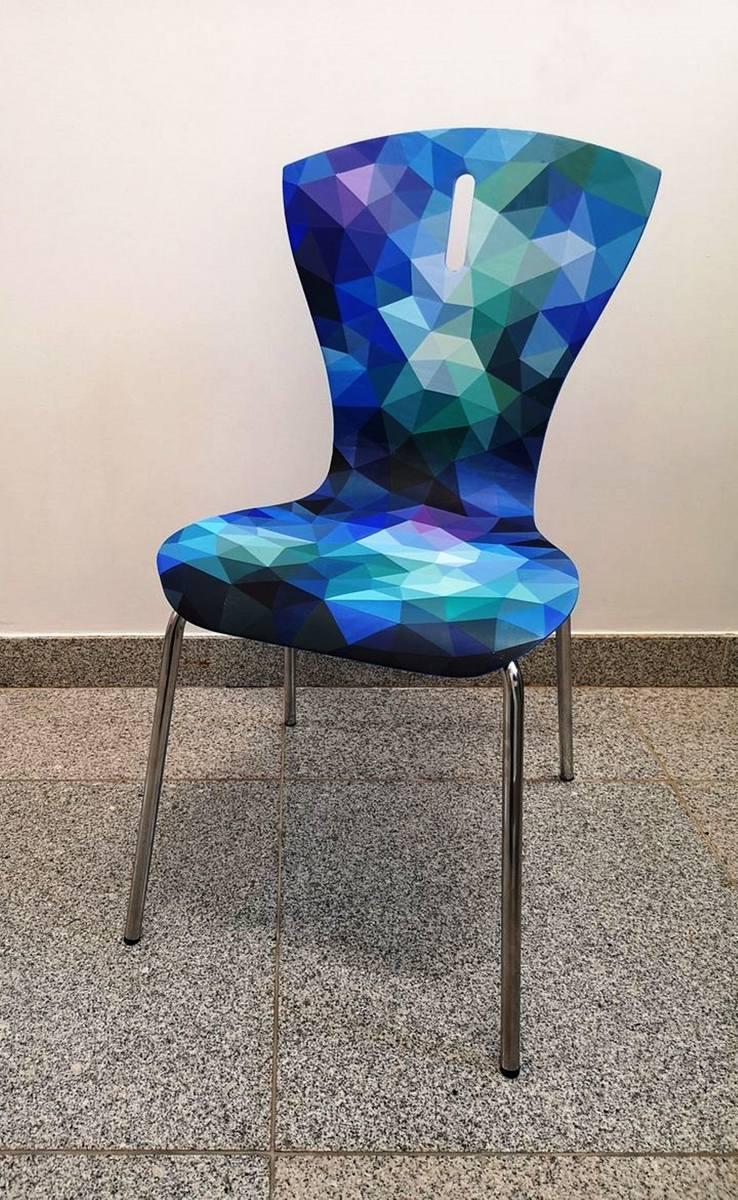 Krzesła dla WOŚP to dzieło uczniów bielskiego Zespołu Szkół Plastycznych Zobacz kolejne zdjęcia. Przesuwaj zdjęcia w prawo - naciśnij strzałkę lub przycisk