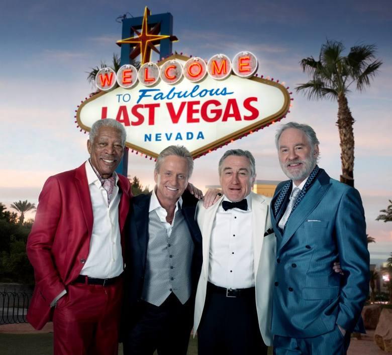 """W piątkowy wieczór organizatorzy kin na leżakach mają dla nas aż trzy propozycje – """"Last Vegas"""" [na zdjęciu] (godz. 21, Strefa Chillout Galerii Malta),"""