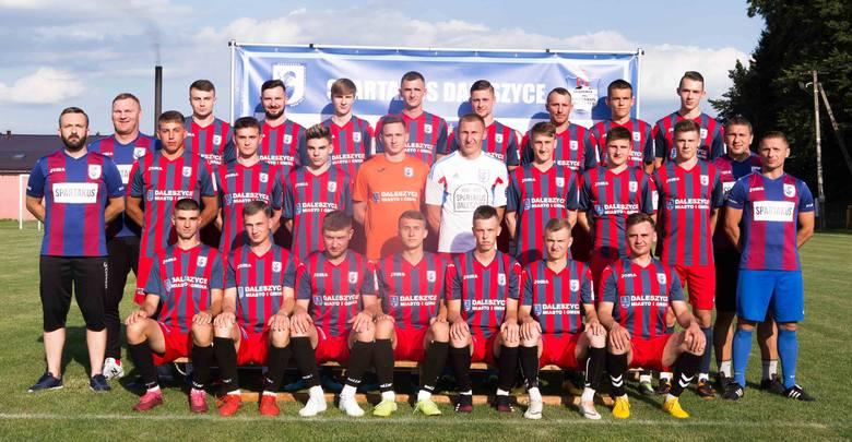 Piłkarze Spartakusa Daleszyce rozpoczynają sezon w czwartej lidze. Na inaugurację zmierzą się z Olimpią Pogoń Staszów - mecz odbędzie się w niedzielę,