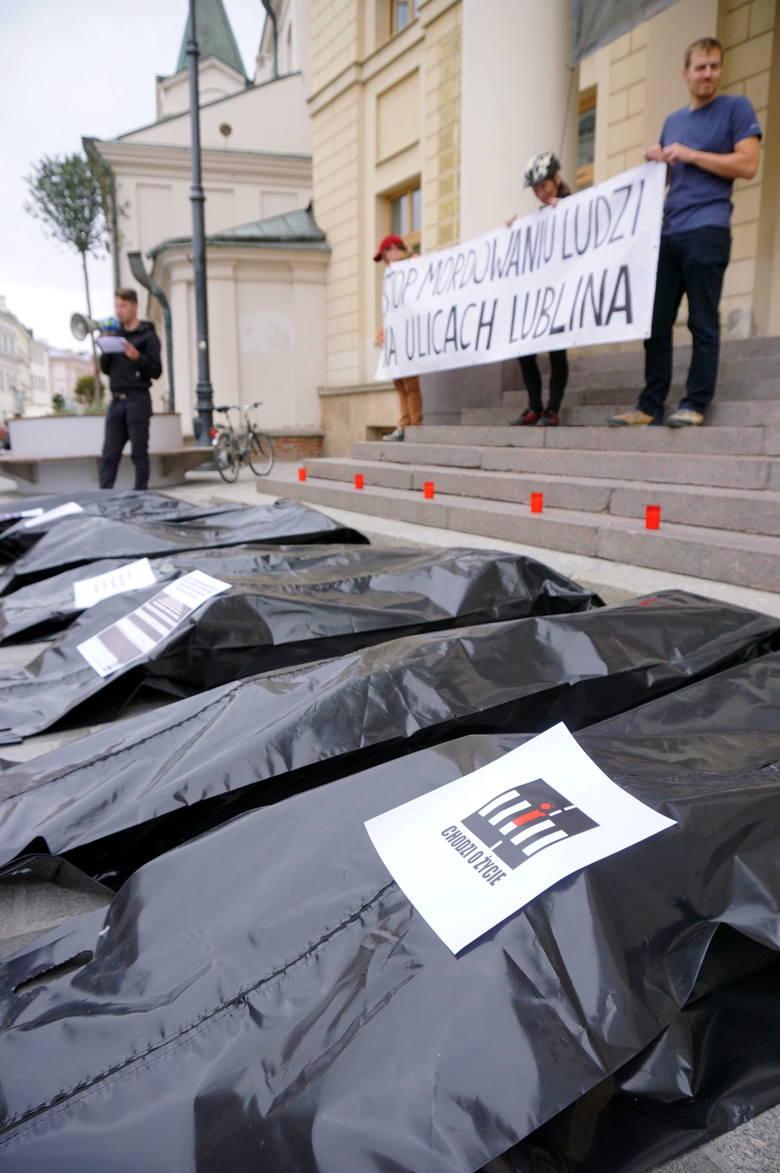 """Happening """"Stop mordowaniu ludzi na ulicach Lublina"""" (ZDJĘCIA)"""
