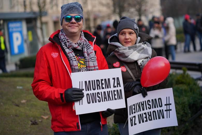 W niedzielę (27.01) toruńską starówkę wypełnią czerwone balony. Torunianie chcą pokazać solidarność z Jurkiem Owsiakiem i Wielką Orkiestrą Świątecznej