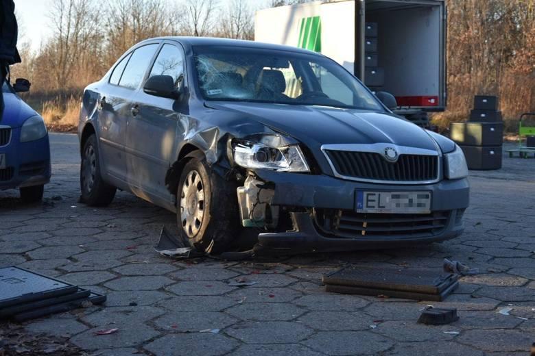 Na ulicy Tuwima w Łodzi na wysokości salonu Budo-Hurt tuż za nowym rondem doszło do groźnego wypadku. WIĘCEJ ZDJĘĆ i INFORMACJI NA KOLEJNYM SLAJDZIE