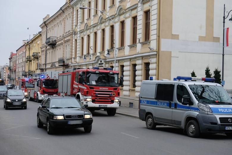 W środę po godz. 12 na Sądu Rejonowego w Przemyślu trafiła wiadomość e-mail z informacją, że w budynku sądu podłożony jest ładunek wybuchowy. Na miejsce