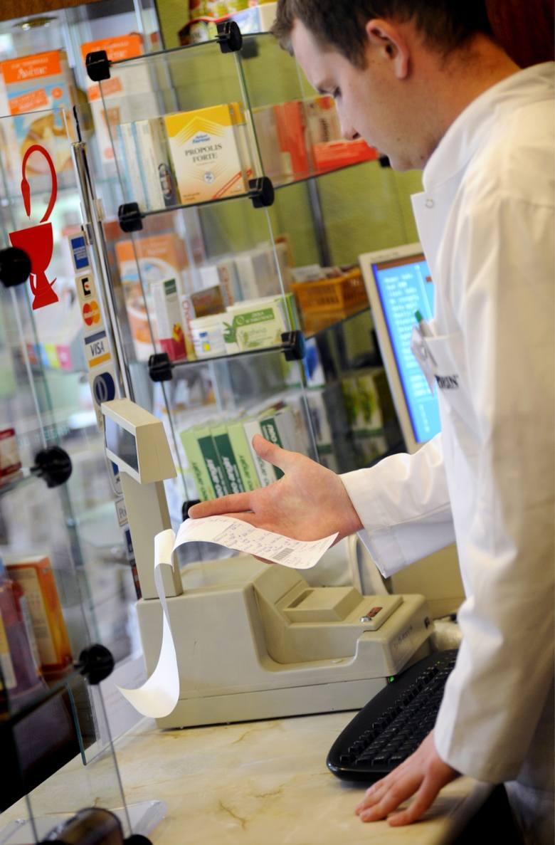 15.07.2009 wroclaw n/z pan piotr suchowacki z apteki przy dolmed ulicy legnickiej recepta apteka medycyna leki farmacja farmaceutyka gazeta wroclawska