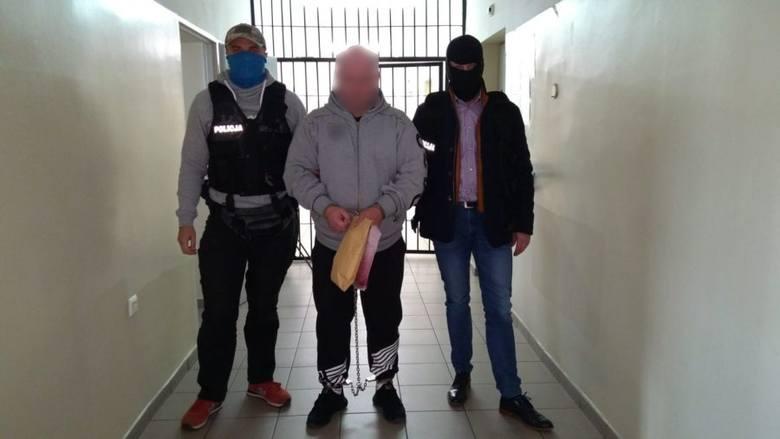 Ostatnią zatrzymaną w tej sprawie osobą jest 40-latek podejrzany o oszustwo w Krakowie. Został zatrzymany dwa dni temu w Białymstoku. Decyzją sądu trafił
