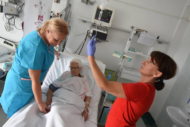 - Czy włączenie pielęgniarek i położnych  do systemu ordynacji leków będzie ulgą dla pacjentów? Czy skróci to kolejki do lekarzy? - zastanawia się Katarzyna