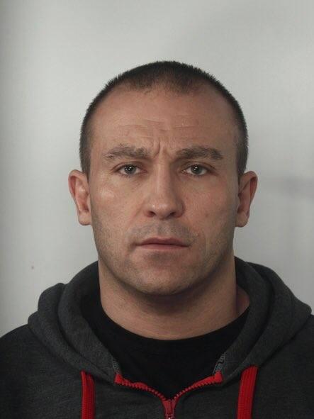 42-letni Olgierd Michalski jest poszukiwany przez policję w związku ze śmiertelnym pobiciem zapaśnika Dominika Sikory