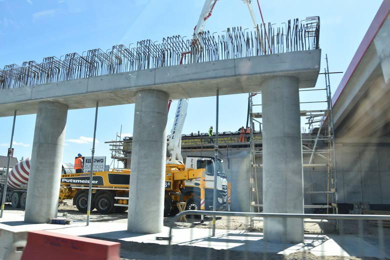 Po wielu miesiącach zastoju budowlańcy pojawili się wreszcie na budowie S-5 na odcinku od Białych Błot do Szubina. Mieszkańcy  Zamościa, Rynarzewa, Kołaczkowa