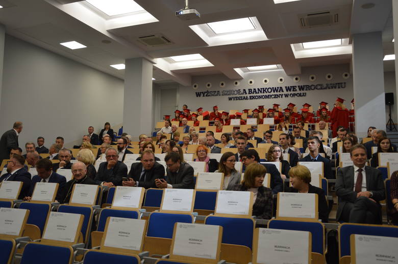 Ponad 1300 nowych studentów i słuchaczy w Wyższej Szkole Bankowej w Opolu. Inauguracja roku akademickiego 20018/2019