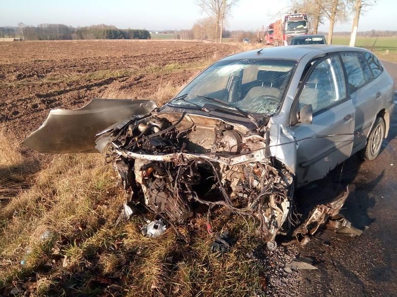 Orzechowicze. Wypadek pod Bielskiem Podlaskim. Zderzyły się kia i volvo. Kierowcy obu aut trafili do szpitala [ZDJĘCIA]