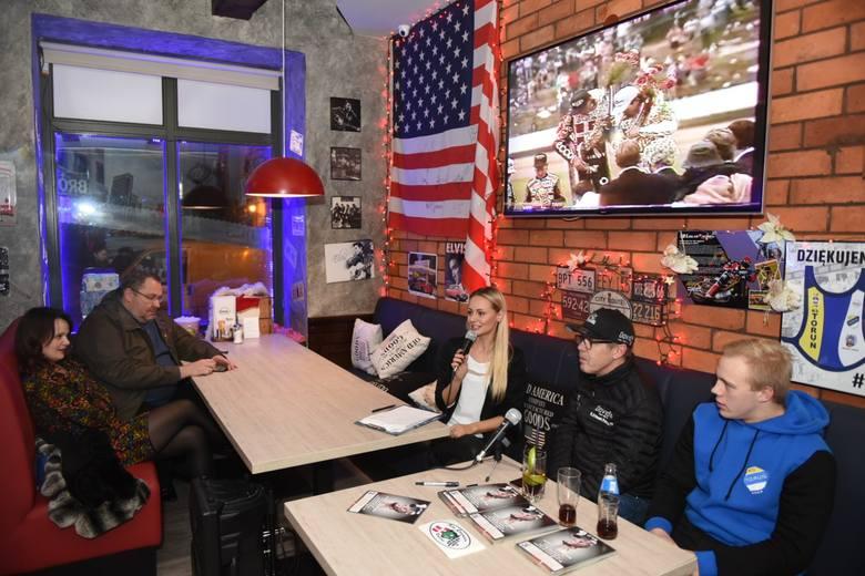 W czwartkowy wieczór na toruńskiej Starówce z kibicami spotkał się Erik Gundersen. Trzykrotny indywidualny mistrz świata na żużlu wspominał swoje największe