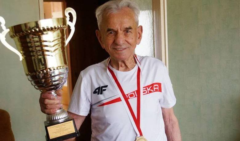 Najstarszy biegacz w Europie i jeden z najstarszych sportowców na świecie pochodzi z województwa świętokrzyskiego, a dokładnie z powiatu koneckiego!
