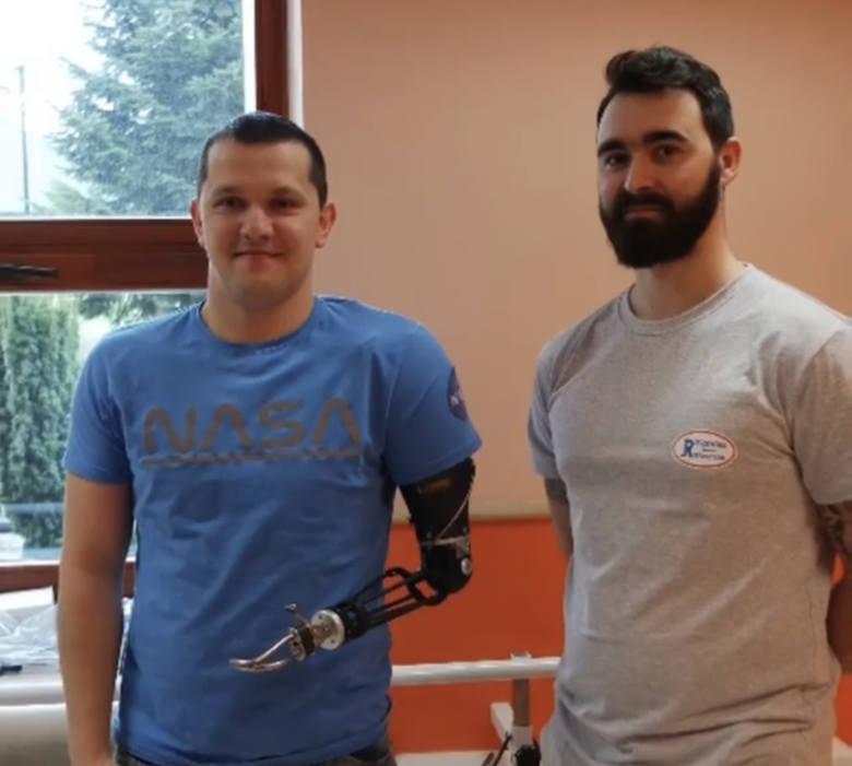 Przemek Lis w końcu może się cieszyć swoją pierwszą protezą - mechaniczną.