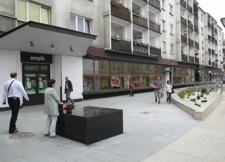 Jednym z pierwszych zleceń DORBUD-u był remont Empiku przy ulicy Warszawskiej w Kielcach. Budynek w niezmienionej postaci stoi do dziś.