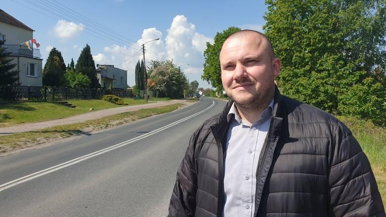 Przewodniczący rady powiatu krośnieńskiego, Kamil Kuśnierek chce zrobić wszystko, aby dofinansowanie nie przepadło i ulica Kresowa została wyremonto