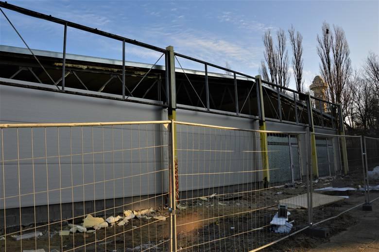 W Zielonej Górze na osiedlu Braniborskim trwa przebudowa obiektu handlowego po byłej Biedronce. Mieszkańcy ulicy Osiedlowej i okolic od dawna czekają