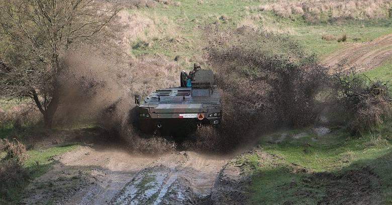 W piątek 15 kwietnia podglądaliśmy poligonowy trening żołnierzy 7. batalionu Strzelców Konnych Wielkopolskich. Lekko nie mieli.W piątek przed południem