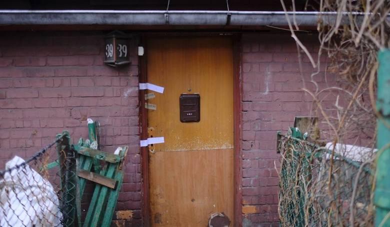 Za drzwiami jednego z domów przy Czarlińskiego, pani Tatiana przeszła istną gehennę. Oprawcy obcięli jej palce, wyrwali kolczyki, podcięli gardło. 39-letnia
