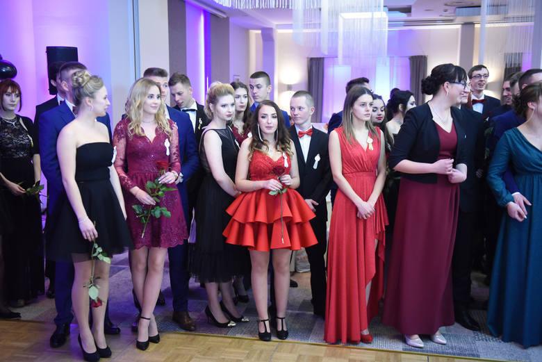 W Toruniu sezon studniówkowy w pełni. Swoje bale mieli już uczniowie kilku szkół średnich. Po dwutygodniowej przerwie spowodowanej feriami, kolejnych