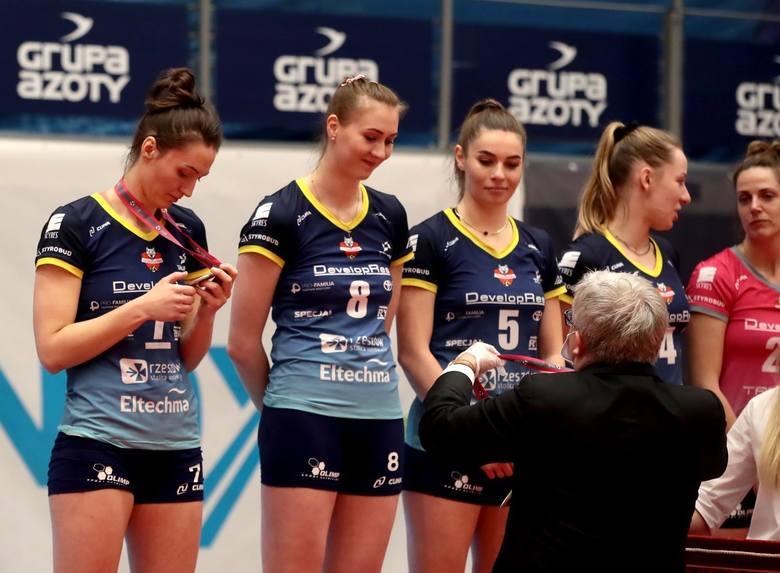 Siatkarki z Rzeszowa miały okazję zdobyć pierwszy tytuł mistrza Polski dla swojego klubu. Nie udało się, mistrzem został Chemik.Developres uległ po raz