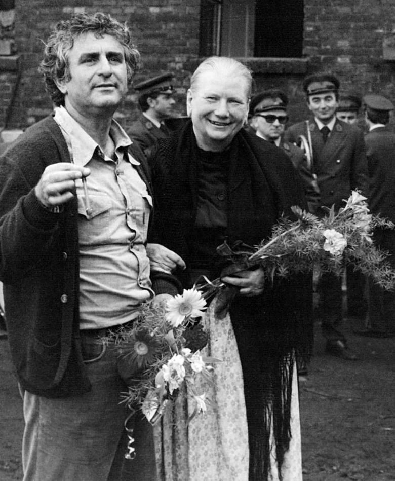 """Stanisław Jędryka z Filipem Łobodzińskim (z lewej) i Henrykiem Gołębiewskim na planie """"Podróży za jeden uśmiech"""" (1971 r.)"""