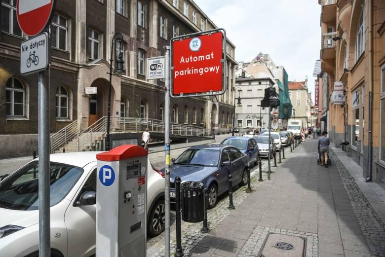 Tylko w latach 2016-2017 w rejonie Starego Rynku zlikwidowano prawie 200 miejsc parkingowych
