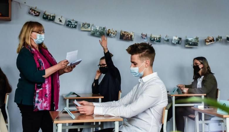 W pierwszym dniu matur maturzyści zmierzyli się z językiem polskim. Co było na egzaminie?
