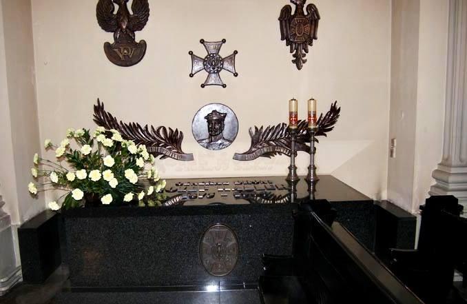 Grób gen. Józefa Hallera. Kościół garnizonowy św.Agnieszki wKrakowie