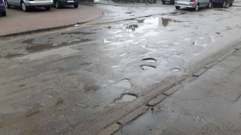 Wstydliwa wizytówka w centrum Aleksandrowa Kujawskiego [zdjęcia]