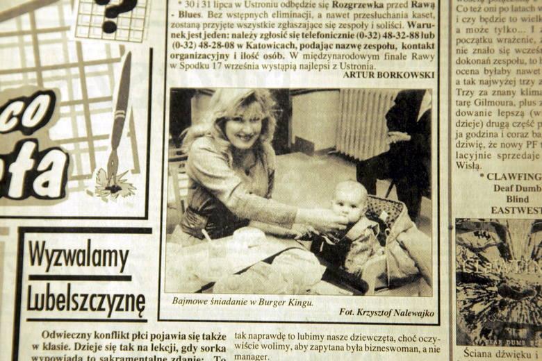 W pierwszym lubelskim Burger Kingu stołowała się m.in. Beata Kozidrak (na zdjęciu z Kuriera Lubelskiego z 22 kwietnia 1994 r.) <br />