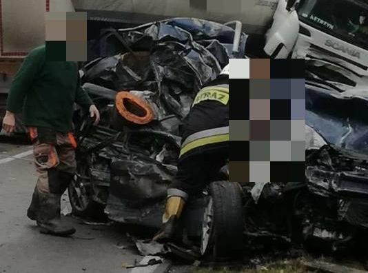 Do tego tragicznego wypadku doszło w piątek 2 listopada na drodze krajowej numer 64.Zdjęcia pochodzą z grupy Kolizyjne Podlasie