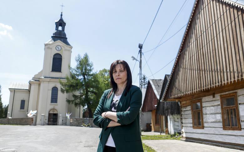 """Alicja Majdosz, dyrektorka Gminnego Ośrodka Kultury w Jaśliskach, też zagrała w """"Bożym Ciele"""". Wcieliła się w rolę żony wójta. Zdjęcie"""