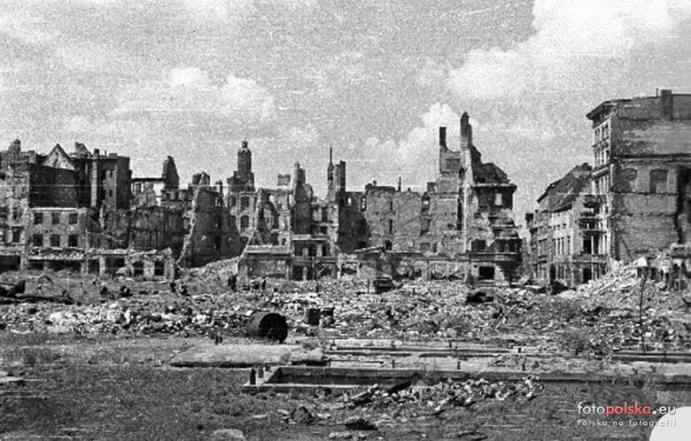 Plac Nowy Targ tuż po wojnie