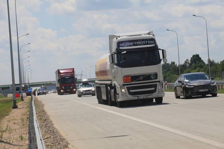 Do niebezpiecznej sytuacji doszło na autostradzie A1 koło Piotrkowa
